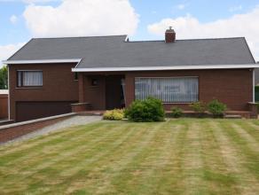 Alleenstaande woning met 3 slaapkamers, veranda, dubbele garage en tuin. Vlotte bereikbaarheid, nabij Rijksweg N36.