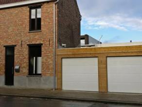 Volledig gerenoveerde instapklare woning in centrum Roeselare in de nabijheid van De Spil bestaande uit :- inkom- toilet- technische ruimte- badkamer