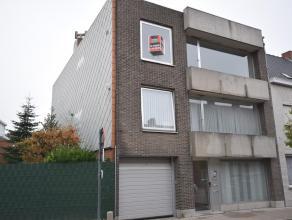 Gelegen op de hoek met de Westlaan, op de tweede verdieping.Bestaande uit: living met nieuwe vloer, gesloten keuken, berging, 2 slaapkamers in laminaa
