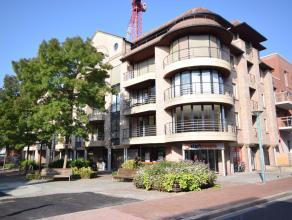 Dit zeer ruim appartement heeft een bewoonbare oppervlakte van 178m² en is gelegen in het centrum van Roeselare, met een open zicht op park Noord