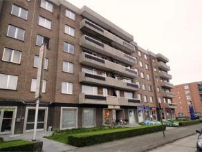 NOORDLAAN 21/46 - ROESELARE Net appartement gelegen op het vierde verdiep, langs de volledig vernieuwde Noordlaan, bestaande uit: een inkomhal met ing