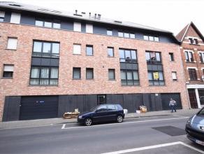 HENDRIK CONSCIENCESTRAAT 80/2.1 - ROESELARE Recent appartement met ruime inkom (er kan vestiairekast gezet worden). Living met open keuken (met alle t