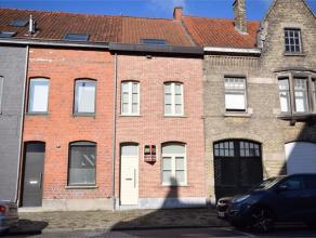 MEENSESTEENWEG 40 - ROESELARE Knusse, vernieuwde woning met alle comfort, centraal gelegen met afgesloten terrastuin, bestaande uit inkomhal met vesti