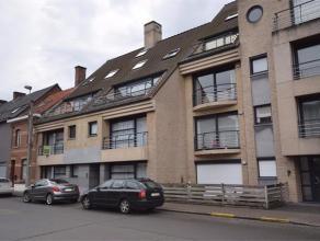 VIJFWEGENSTRAAT 220/5 - ROESELARE Ruim duplex appartement, bestaande uit inkom, woonplaats, ruim terras, afzonderlijke keuken met alle toestellen (vit