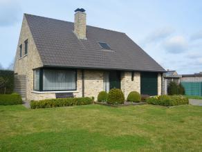 Villa gelegen in rustige buurt! Deze woning omvat:<br /> inkom, living, keuken, WC, berging, wasplaats, 4 slaapkamers, badkamer, garage, tuin met tuin