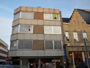 Appartement gelegen op de 3de verdieping in Residentie 'Chantal' omvattende een inkomhal met ingemaakte kasten; livingruimte met gashaard (afgewerkt i