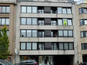 Appartement gelegen op de 3de verdieping (lift):<br /> inkomhal met vestiairekast, wc met lavabo, ruime gemeubelde living, ingerichte keuken met frigo