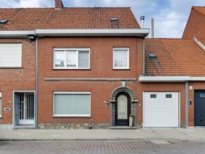 Zeer goed onderhouden woning op284 m² in een rustige buurt,vlakbij winkels en vlakbij goede verbindingswegen.Gelijkvloers: * inkom