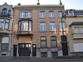 Te moderniseren ruime burgerswoning op wandelafstand van het centrum van RonseKelderverdieping: keuken, wasplaats en bergingTussenverdieping: woonplaa