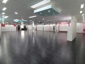 INVESTERINGSPAND BESTAANDE UIT 480M² HANDELSGELIJKVLOERS EN 3 APPARTEMENTEN Dit pand ligt op een uitzonderlijke ligging op 25m van de Grote Markt