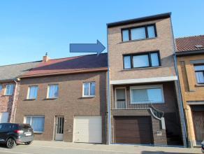 HEEL RUIME WONING MET GARAGE (100 m²), 5 SLPKS TUIN MET VERZICHT, VERANDA euro 249.000 Deze woning werd in 2000 volledig gerenoveerd, nieuw dak m