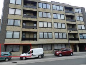 Gelijkvloers appartement -Inkom met toegang tot ruime living, aparte keuken met achterliggende veranda en terras, apart toilet, badkamer met ligbad en