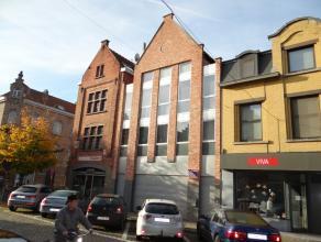 Historisch centurm gelegen uitstekend onderhouden handelseigendom.Via kiekenmarkt toegang tot ruime garage aanpalend aan het te verkopen eigendom.Mode