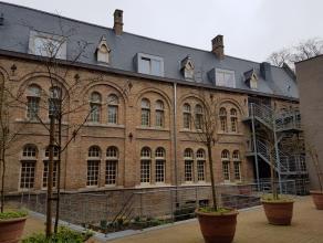Prachtig appartement gelegen in het hartje van Ieper.Het appartement is in 2008 volledig gerenoveerd. Rondom het appartement bevindt zich een adembene
