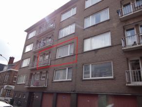 Centrum Ieper, recent opgefrist appartement.<br /> Bestaande uit inkom, aparte wc, living metvernieuwde keuken en klein terras, 2 slaapkamers met klei