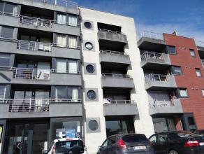 Aand de Ieperse vaart gelegen. Ruim en modenr twee slaapkamer appartement met 2 terrassen en grote garage.Inkom met apart toilet en vestiaire.Achteraa