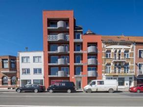 Luxueus nieuwbouw appartement (ca 92 m²) met 2 slaapkamers en terrasBestaande uit:* inkomhall, apart toilet, woonkamer en eetkamer,* keuken en be