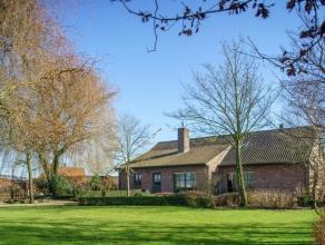 Prachtige landelijke villa met vier slaapkamersBestaat uit:*Gelijkvloers: inkom, wc, woonkamer, bureel, keuken, garage, tuin, berging, slaapkamer en b
