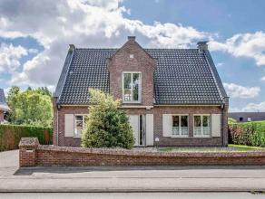 Deze villa werd gebouwd rond 1970 en werd destijds afgewerkt met de beste materialen. Het perceel heeft een oppervlakte van 720 m2 en is achteraan ZO