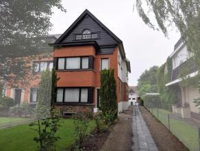 Ruime woning met tuin De eigenares (82 jaar) blijft wonen tot haar overlijden. Maandelijkse rente van euro3000/maand (+boeket). Zeer goede ligging nab