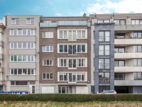 Het appartement bevindt zich op de 2e verdieping en kijkt uit op de Leie. Op het gelijkvloers heb je een berging (B2) en de toegang tot de lift en de