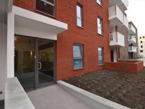 Nieuw ongemeubeld appartement te huur Dok Noord - Gent . Dit appartement op het gelijkvloers omvat een inkomhal met apart toilet, een leefruimte, een