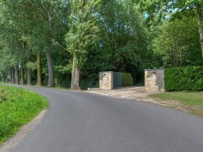 Dit uniek perceel grond werd door de eigenaar in aparte delen door de jaren heen aangekocht. Hij heeft er zijn levenswerk van gemaakt om dit geheel aa
