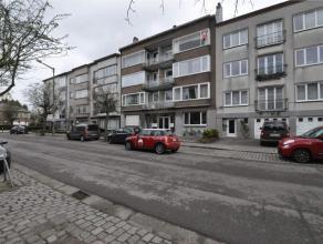 Appartement met twee terrassen en garagebox (met afstandsbediening) bestaande uit inkomhal, living, ingerichte keuken met toestellen inclusief vaatwas