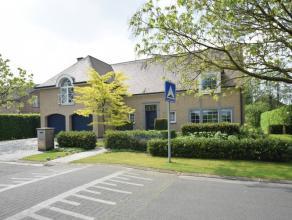 Grote en recente landelijke villa gelegen in een residentiële omgeving te Drongen op een Zuidgericht perceel van 1.232 m². <br /> <br /> De