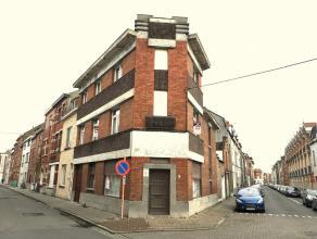 Instapklare, zonnige hoekwoning met drie ruime slaapkamers, grote garage en ruime kelder aan de stadsrand van Gent.De centrale ligging, de nabijheid v