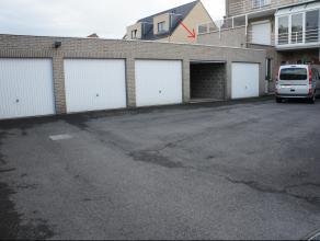 Ruime bovengrondse garage te residentie Bloemendaal te Waarschoot, in de Nijverheidsstraat. De garage is betegeld, heeft een stopcontact en is voorzie