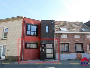 In een rustige straat vindt u dit gelijkvloers modern appartement.<br /> Korte omschrijving: inkomhal met apart toilet, een ruime moderne keuken met d