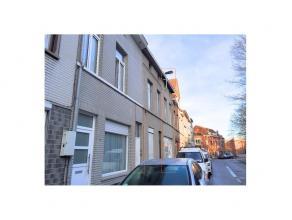 Opbrengsteigendom op goede locatie Gent centrum Deze opbrengsteigendommen bestaat uit 1 rijwoning en een achtergelegen woning die aansluit op het hoof