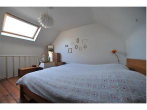 Dit citéhuisje bestaat uit een inkom, leefruimte, keuken, badkamer, één slaapkamer en een koertje. Er zijn 25 euro algemene onkos