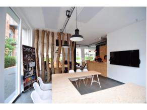 Dit pand op het gelijkvloers in een nieuwbouw (2015) is momenteel verhuurd aan een IT bedrijf. Het bestaat uit (120 m²) een open landschapskantoo
