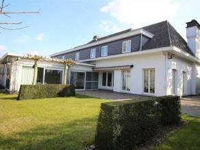Goed onderhouden villa met praktijk ruimtes en mooie tuin op een totale oppervlakte van 3.300 m2. Rustig gelegen, op boogscheut van het centrum van Ou