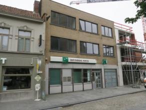 Te huur te LOVENDEGEM : gerenoveerd appartement op 1e verdieping, met terras. Omv. : inkom, toilet, living met modern ingerichte open keuken, badkamer