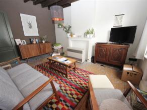 Deze gezellige woning bevindt zich op een boogscheut van de Coupure en heeft een vlotte verbinding met station Gent-Sint-Pieters. De woonst betreedt u