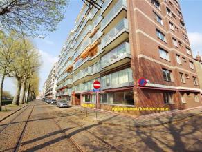Aan de Coupure, bevindt zich dit gelijkvloers 3-slaapkamer appartement. Tot op heden werd dit pand gebruikt als praktijkruimte, hetwelk veel potentiee