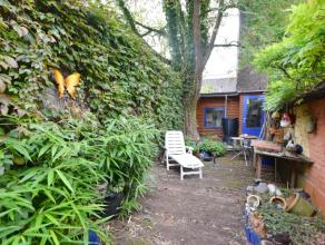 Deze gezellige instapklare rijwoning mét zonnige tuin is gelegen in de Gentse binnenstad, vlakbij vele winkels, vlotte bereikbaarheid naar R40,