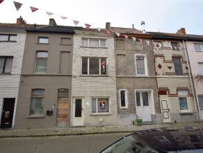 """AANRADER: Deze op te frissen woning met tuin bevindt zich in een rustige straat in de wijk """"Brugse Poort"""" op 10 minuten fietsen van het centrum van Ge"""