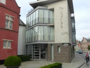 Dit prachtig aparthotel is gelegen op een boogscheut van de markt en nabij uitvalweg N60.Kan gehuurd worden ter uitbating van een hotel of als bedrijf