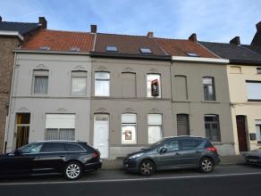 Deze te renoveren woning kan u terugvinden nabij het stadscentrum van Ronse (pal tegenover Colruyt), met winkels, scholen, openbaar vervoer, ... op wa