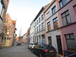 Gezellige stadswoning te huur op gunstige locatie Vrijdagsmarkt - Baudelopark. Deze woning, met bewoonbare oppervlakte van ± 120 m², omvat