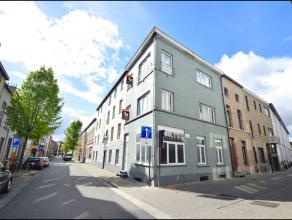 Nabij de Coupure en Ekkergem kerk vinden we in een rustige straat deze hoekwoning opgedeeld in 3 op te frissen appartementen. Elk appartement (GLVL: 4