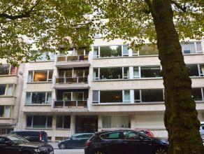 GENT - KONING LEOPOLD II LAAN 145: Appartement met zicht op Citadelpark met ruim en west georiënteerd terras. Indeling: inkomhal met afzonderlijk