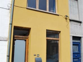 Gent - Phoenixstraat: Leuke rijwoning in rustige cité (met parkeermogelijkheid), volledig en kwalitatief gerenoveerd. Indeling: leefruimte, ber