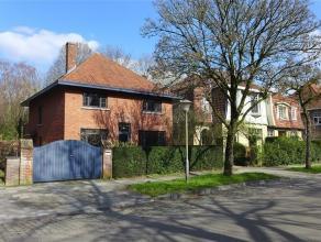 Gent - Pacificatielaan: Ruime gezinswoning met tuin op toplocatie tussen Sint-Pietersstation en Sterre. Indeling: inkomhal met apart toilet, grote lee