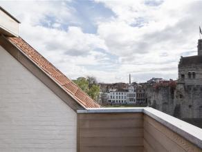 GENT - SINT-WIDOSTRAAT 2: Prachtig gerenoveerde burgerwoning op een unieke locatie in hartje Gent. Het huis heeft een garage voor 2 wagens + berging o
