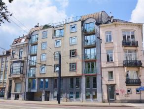 GENT - KORTRIJKSESTEENWEG 466: Instapklaar appartement op wandelafstand van Sint-Pietersstation. Indeling: inkomhal, gastentoilet, vestiaire, leefruim